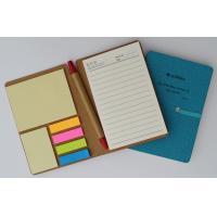 Notes zamykany gumką z długopisem i karteczkami samoprzylepnymi